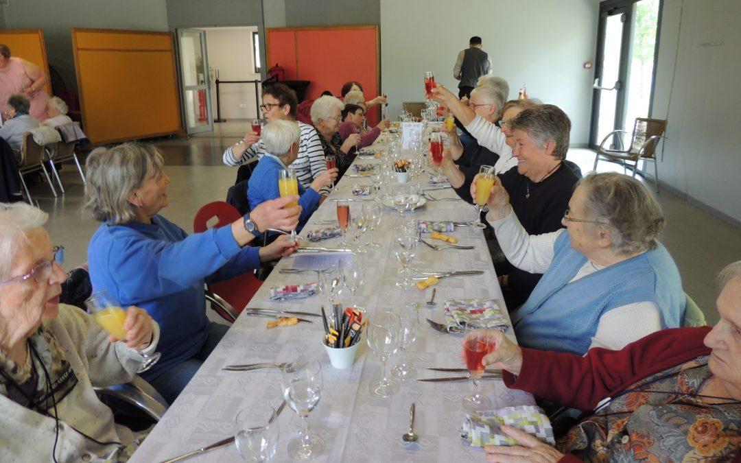 Sortie-restaurant pour le service Myrtilles : l'association met «les petits plats dans les grands»